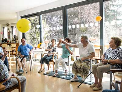 Photo of a group occupational therapy session at a nursing home.